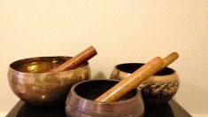 Som oriundo de tigelas tibetanas faz água levitar
