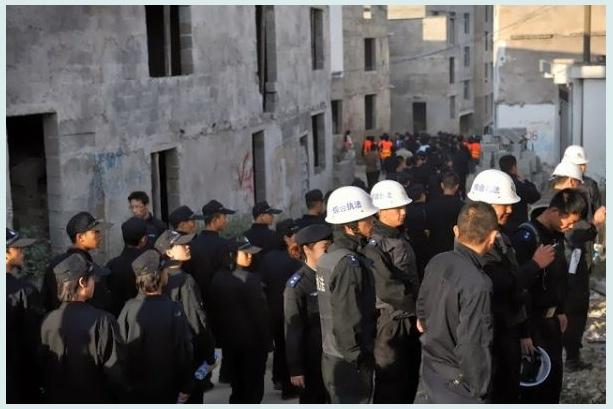 Oficiais chineses demitidos por empregarem estudantes em demolição
