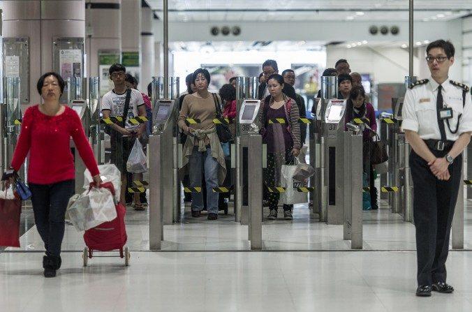 Regime chinês disfarça colonização de Hong Kong