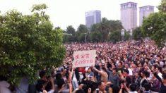 Milhares protestam contra resgate ineficiente de enchentes e reportagem mentirosa na China