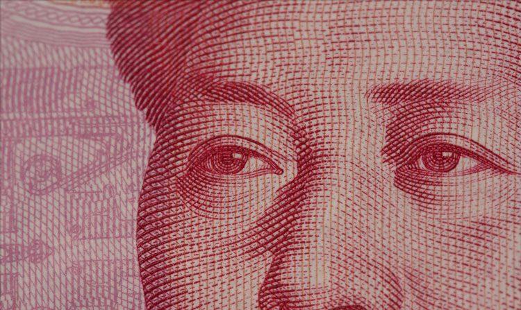 Empresários chineses recolhem seu dinheiro e fogem