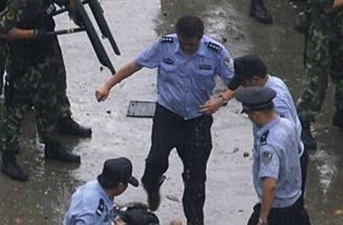 Presidente chinês condena estado de direito e expurga dissidência