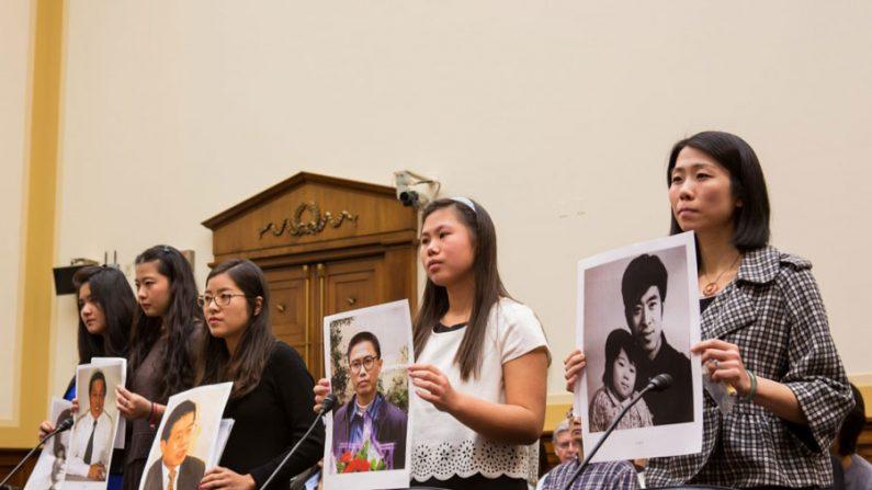 Cinco chinesas pedem a libertação de seus pais