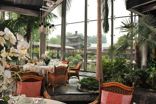 Restaurantes de luxo operam em patrimônios culturais em Pequim
