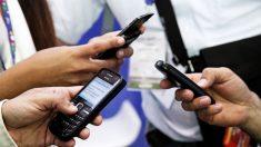 Pesquisa sugere que uso constante do celular diminui felicidade