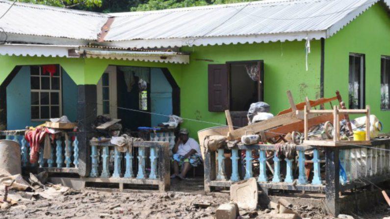 Caribe recolhe destroços após tempestade devastadora