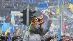 """Jovens católicos ucranianos na linha de frente contra a """"nova-URSS"""" de Putin"""