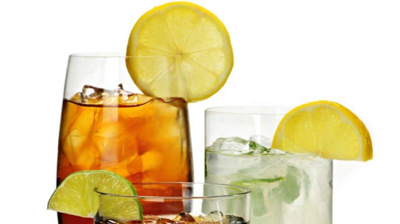 Resista à tentação de oferecer refrigerantes e sucos prontos às crianças