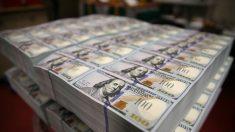 Dólar volta a encostar em R$ 5,60 influenciado por decisão de Trump