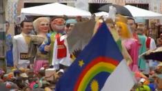 Carnaval de Olinda tem bonecos de quatro metros de altura entre os foliões