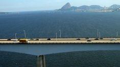 Veículo despenca da Ponte Rio-Niterói