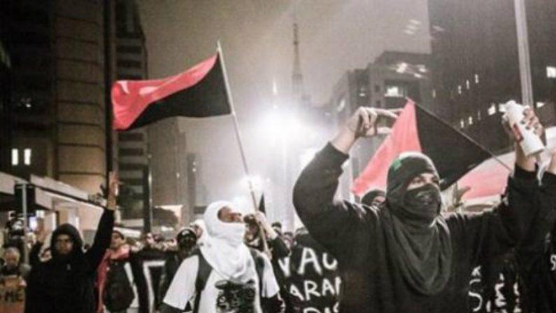 Protesto se faz mostrando a cara