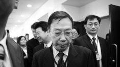 Estudantes questionam premiação de autoridade de transplante da China