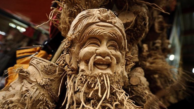 Esculturas em raízes de bambu