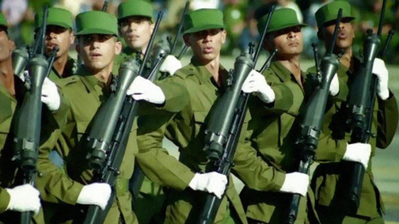 60 mil soldados cubanos ocupam Venezuela, afirma diplomata Diego Arria