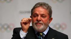'Se Brasil não estiver pronto pra Copa, volto a nado da África', disse Lula em 2010