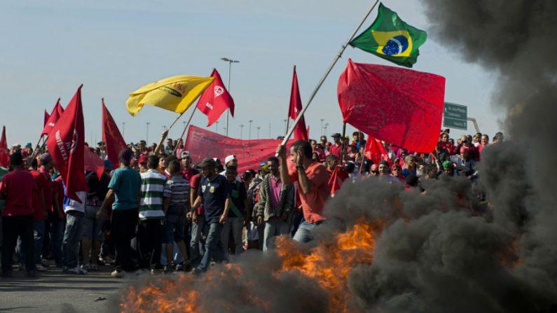 MTST faz protesto em São Paulo e promete 'junho vermelho'