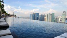 Conheça piscina sem bordas em hotel de Singapura