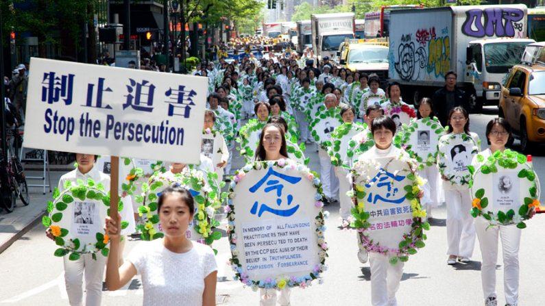 Desfile em NY pede o fim da perseguição ao Falun Gong na China