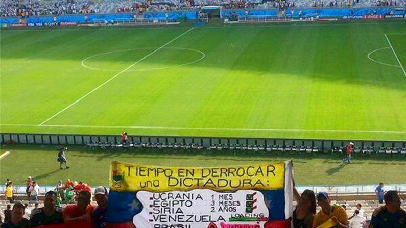 Torcedores venezuelanos protestam no Mundial 2014