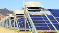 Primera central solar com sistema autônomo de limpeza