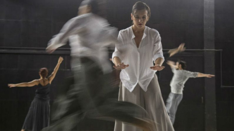 Espetáculo de dança 'Insthabilidade' explora condição do ser humano poder 'cair e levantar' na vida