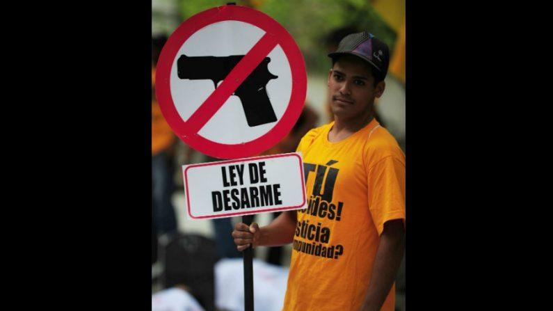 Qual a ideia por trás de desarmar completamente a população?