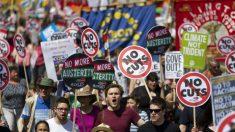 Protesto em Londres pede fim das políticas de austeridade