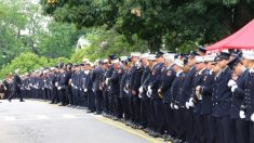 Multidão em NY homenageia bombeiro que morreu para salvar