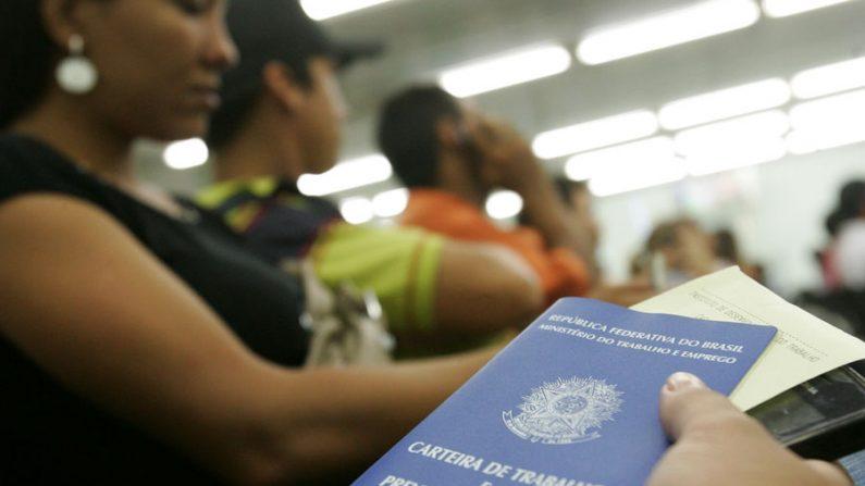 Governo propõe R$854,00 como salário mínimo para 2016