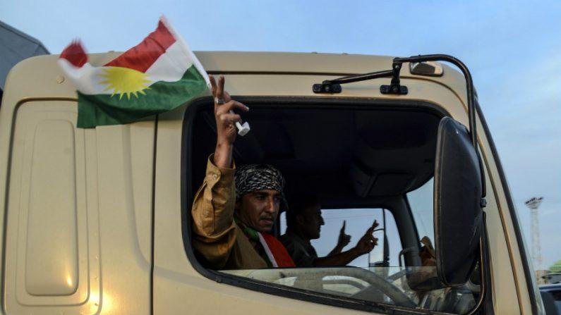 Combatentes curdos iraquianos rumam para cidade síria de Kobani