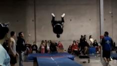 Assista as incríveis acrobacias do 'Michael Jordan dos saltos'
