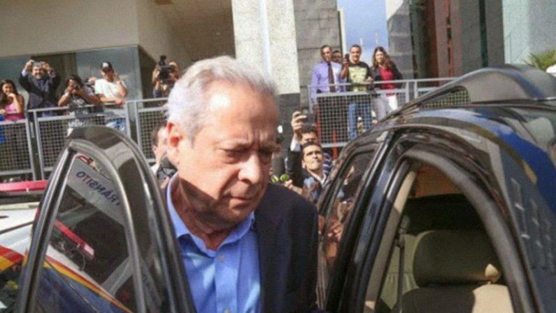 José Dirceu não comparece para trabalhar no primeiro dia de prisão domiciliar