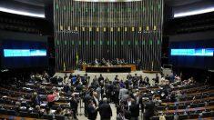 Congresso mantém veto a projetos sobre energia solar e sigilo de correspondência de presos