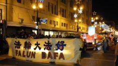 Falun Dafa participa em desfile natalino em Winnipeg, Canadá