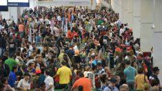 Aeroviários fazem protesto relâmpago no Aeroporto de Brasília