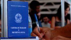 Bolsonaro prorroga novamente programa de redução de salários e jornada