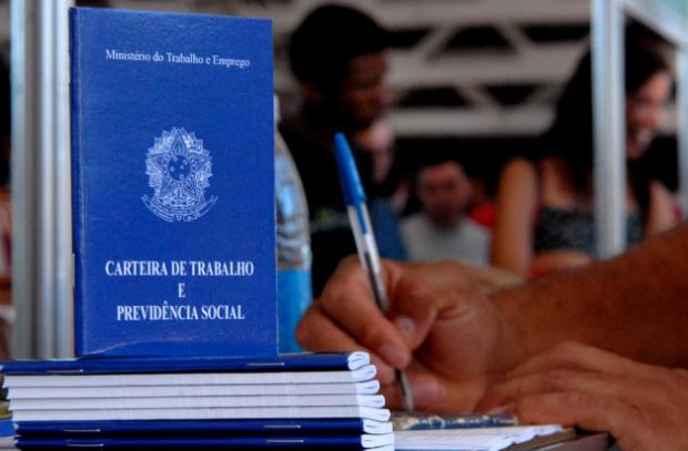 Geração de empregos no Brasil despenca 82% em novembro