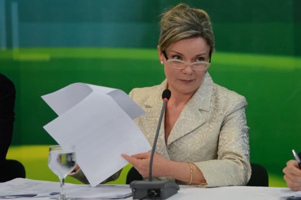 Dilma vai repensar ministério após listão do Petrolão