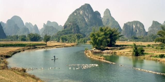 """Expressão chinesa: """"Siga um bom conselho tão naturalmente como um rio segue o seu curso"""""""