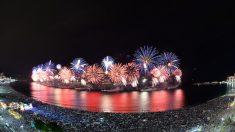 Réveillon do Rio tem espetáculo de luzes e cores no céu de Copacabana