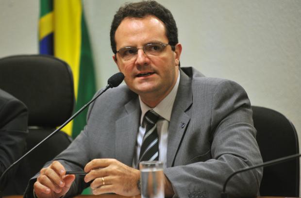 Ministro Nelson Barbosa promete aumento real do salário mínimo