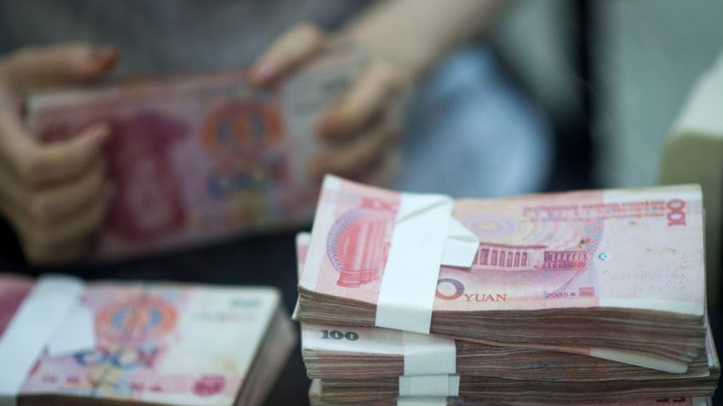 Investidores chineses protestam enquanto indústria de empréstimo entra em colapso
