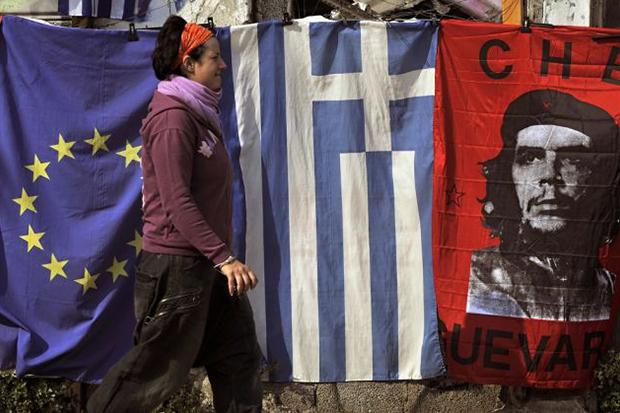 Gastos públicos da Grécia levaram o país à falência, afirma economista