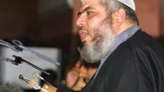 Terrorista islâmico Abu Hamza é condenado à prisão perpétua nos EUA