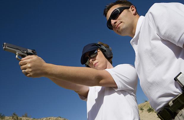 Direito da posse de arma reduz criminalidade, afirma Harvard