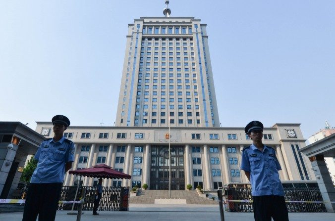 Por que os advogados chineses aceitam defender oficiais corruptos?