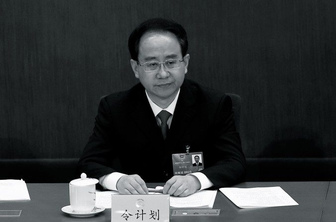 Oficiais chineses dão show de insanidade após serem investigados por corrupção