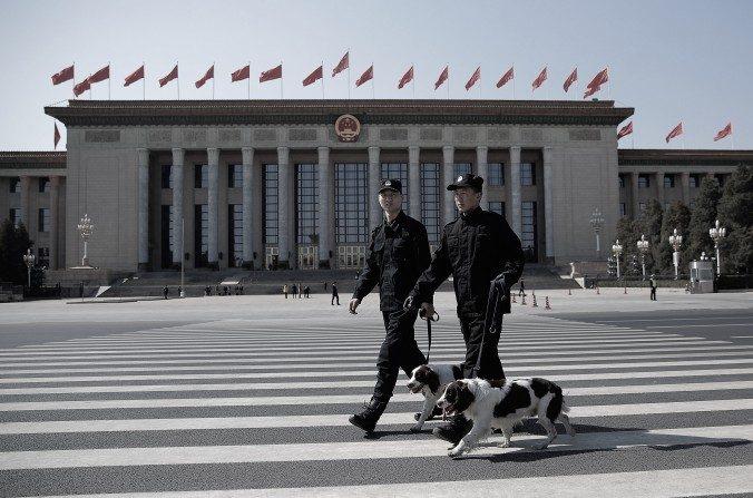 Dezenas de chineses são presos por apresentarem queixas contra ex-presidente