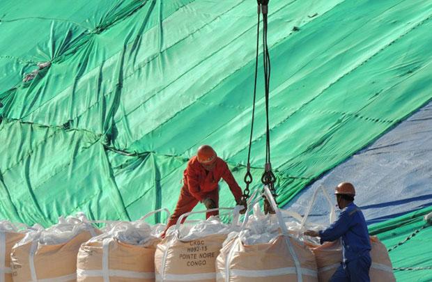 Comércio da China em queda livre fortalece recessão econômica